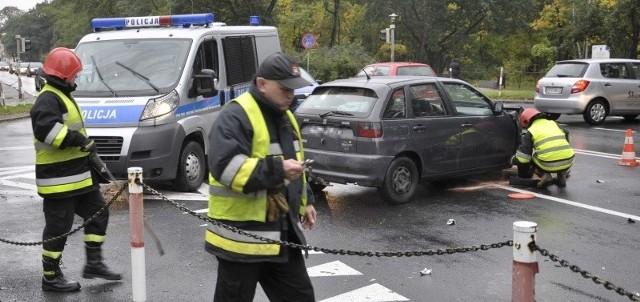 We wtorek zderzyły się tu dwa samochody osobowe. Jedna osoba trafiła do szpitala.