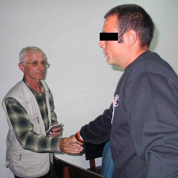 Włodzimierz Kopylec, głowa poszkodowanej rodziny, przyjął przeprosiny od oskarżonych.