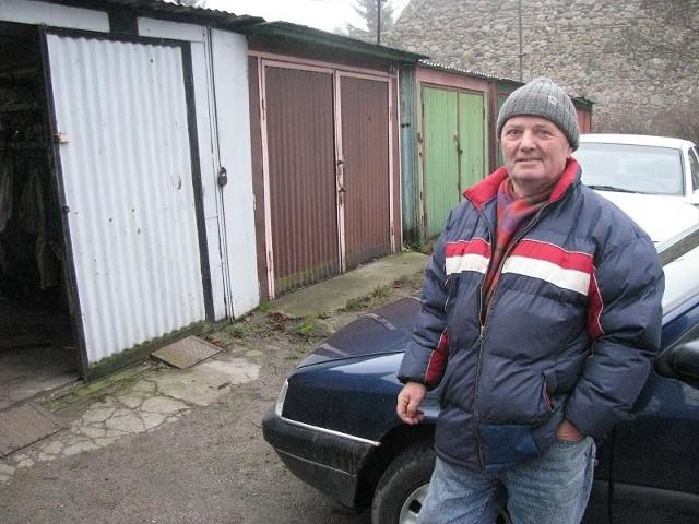 - Użytkuję to miejsce od ponad 20 lat i teraz mają mnie wyrzucić jak psa! - denerwuje się Jerzy Jedliński.