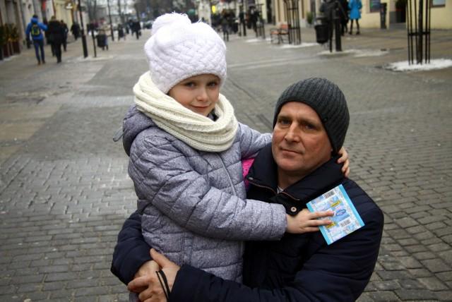 Pan Dariusz uważa, że zamiast 500 złotych na dziecko, rodziny powinny dostawać np. bony żywieniowe w tej kwocie.