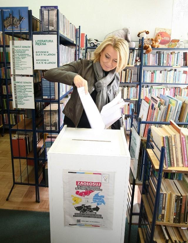 Prezydent Zdanowska głosowała w niedzielę w bibliotece przy ul. Ossowskiego