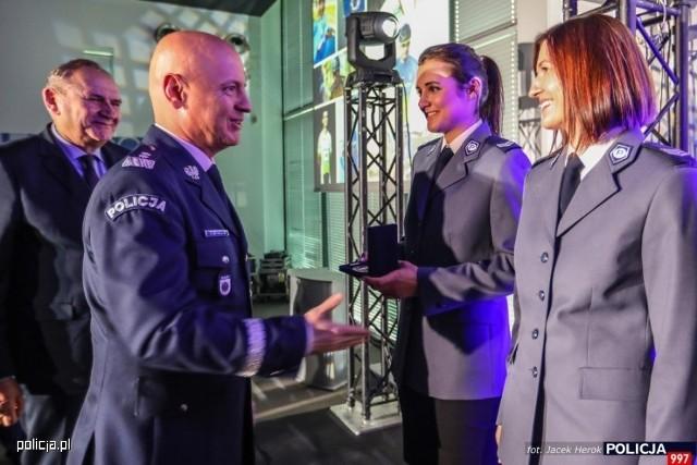 Starszy sierżant Izabela Kłosowska wśród 100. najlepszych policyjnych sportowców, uhonorowanych przez Komendanta Głównego Policji. Z okazji 100. rocznicy powołania Policji Państwowej - wyróżniono również 99 policjantów i pracowników Policji, którzy osiągnęli poziom mistrzowski w wybranych przez siebie dyscyplinach.