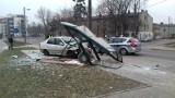 Na ul. Srebrzyńskiej pijany fiatem wjechał w przystanek, przesunął go o kilka metrów i zatrzymał się na słupie! [FILM, zdjęcia]