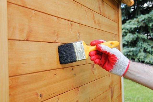 Zabezpieczanie drewnaBy nasze drewno było bezpieczne, powinniśmy je impregnować.