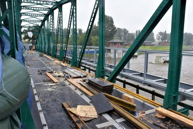 Przygotowania do betonowania i układanie zbrojenia płyty pod koniec czerwca