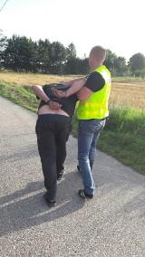 Tragiczny wypadek w Będzelinie koło Koluszek. Samochód wjechał w dwie dziewczynki siedzące na poboczu
