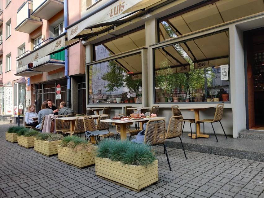 Gastronomia częściowo otwarta. W Gdyni ogródki restauracyjne witają klientów ZDJĘCIA