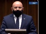 Świętokrzyski poseł Solidarnej Polski Mariusz Gosek odpiera zarzuty opozycji o dzieleniu rządowych pieniędzy według partyjnego klucza