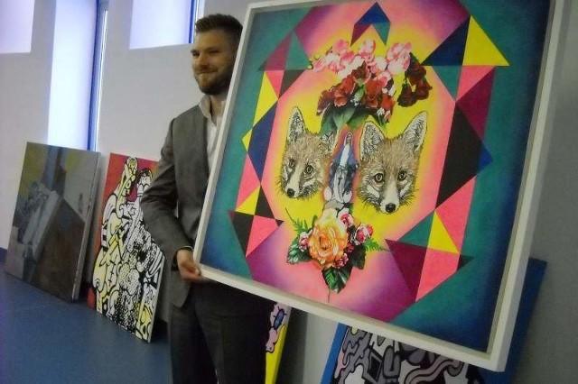 W Fortecznej Wieży Ciśnień w Nysie rusza galeria sztuki nowoczesnejBartłomiej Czarnecki pochodzi z Głuchołaz, do których wraca po 14 latach nieobecności. A ponieważ docenia uroki swojego rodzinnego regionu, więc chce dla niego coś zrobić.