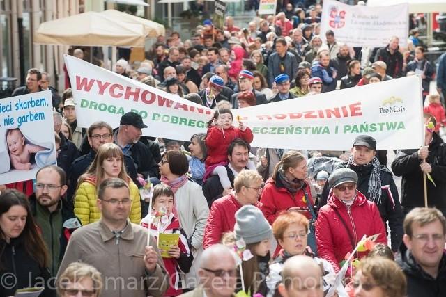 Ulicami Torunia przeszedł Marsz dla Życia i Rodziny.