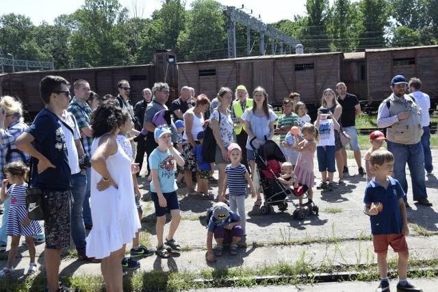 W sobotę Polskie Stowarzyszenie Miłośników Kolei zorganizowało dzień otwarty w skierniewickiej parowozowni. Na frekwencję nie można było narzekać. A oglądać jak zawsze było co.