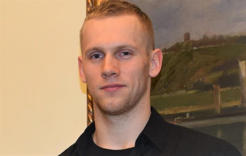 Tomasz Polewka, wychowanek UKS Grudziądz (obecnie AZS AWF Katowice) przygotowuje się do mistrzostw świata seniorów w Kanadzie