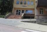 Wadowice. Policja szuka sprawcy napadu na sklep przy ulicy Karmelickiej. Sterroryzował sprzedawcę i uciekł
