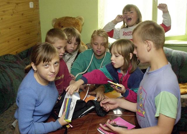Radość dzieci po rozpakowaniu toreb i plecaka była ogromna. Każde szybko znalazło coś dla siebie.