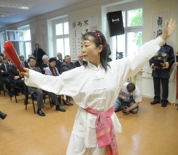 Opolanie już mieli okazję oglądać pokaz tai-chi w wykonaniu nauczycielki chińskiego Jiang Huijuan. W piątek (23 stycznia) zatańczą jej studenci.