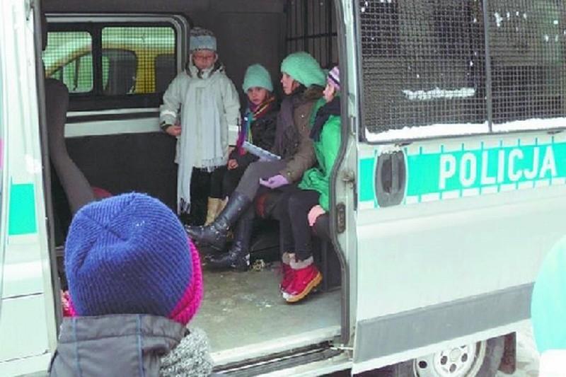 Dzieci podczas ferii organizowanych m.in. przez policję maja okazję przekonać się, jak wygląda praca funkcjonariuszy