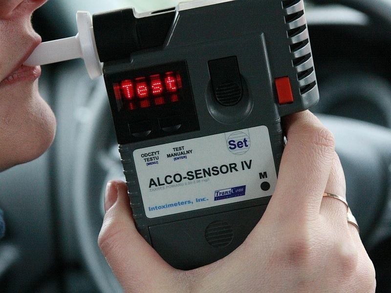 W Bielsku pod Międzychodem pijana kobieta spowodowała wypadek drogowy. Podczas badania alkotesterem wydmuchała 1,66 prom. alkoholu.