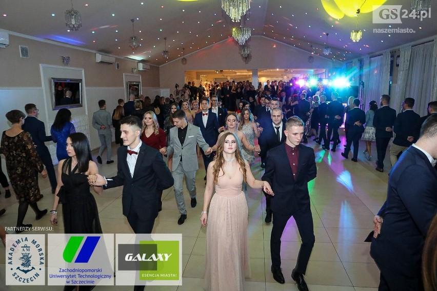 Zdjęcia z imprezy studniówkowej Technikum Zawodowego Nr 1 w Szczecinie.