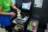 Pracownicy chcą podwyżek, więc zastąpią ich automaty. Personel w sklepach Biedronki, Żabki, Lidla, Lewiatana stanie się wkrótce zbędny?