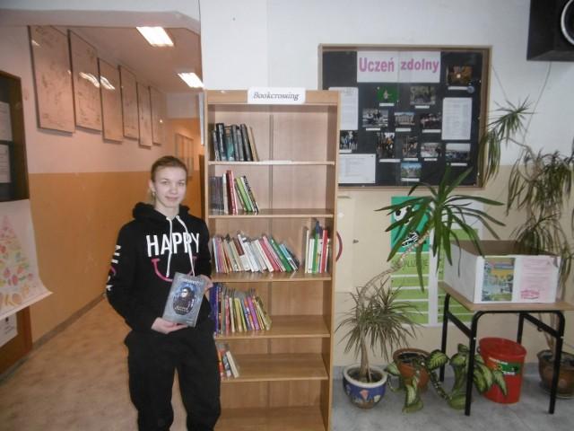 - Bookcrossing to idea nieodpłatnego przekazywania książek poprzez zostawianie ich w specjalnie oznaczonych niewielkich regałach lub punktach.