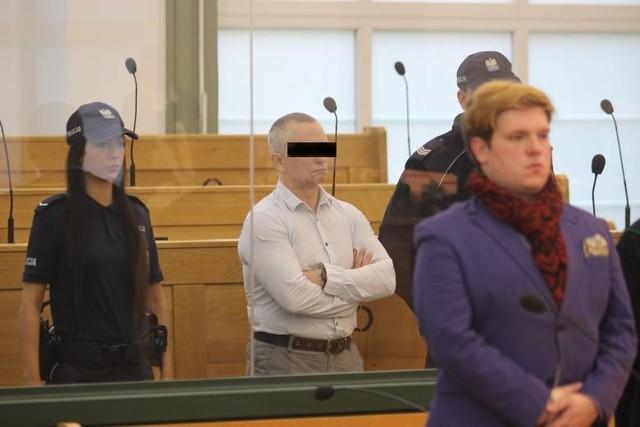 Sąd skazał 10 spośród 11 oskarżonych w tym procesie, w sumie za 41 przestępstw.
