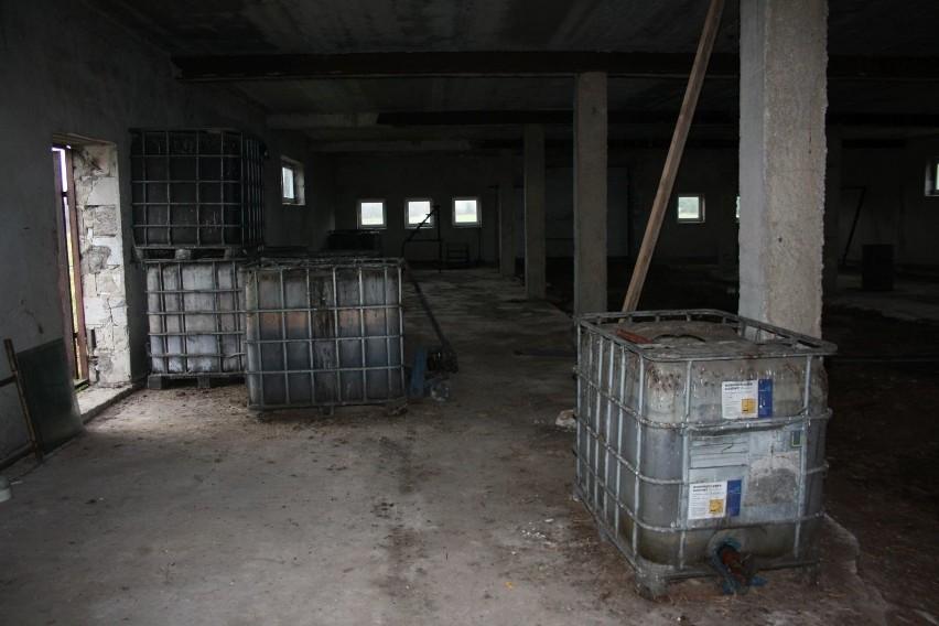 W Gosaniu w gminie Stąporków odkryto tajemnicze substancje. Działka należy do właściciela słynnego już wysypiska śmieci w Fałkowie