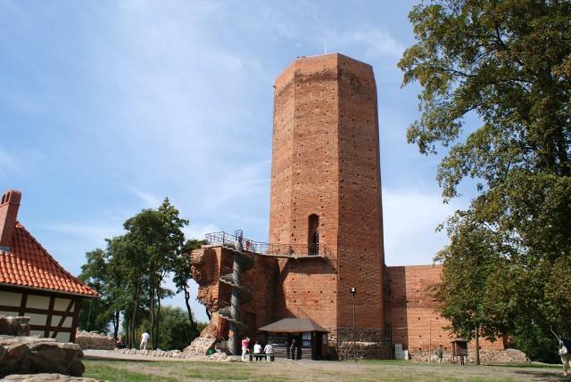 Mysia Wieża to najbardziej okazały fragment w ruinach zamku z czasów Kazimierza Wielkiego w Kruszwicy
