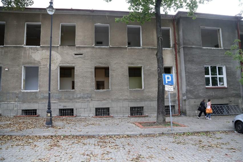 Z budynku wyjęto już okna. Rogowski Development nie ma...