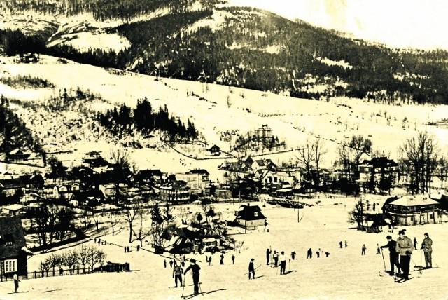 Szczyrk. Rok 1962. Szalenie popularne były tzw. Ośle Łączki. Tłum narciarzy podchodzących bez żadnego wyciągu i zjeżdżających. Taki był pęd do nart i ruchu na śniegu