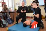 Lekcje pierwszej pomocy w chojnickiej podstawówce [zdjęcia]