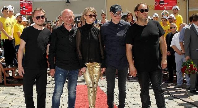 Największą gwiazdą niedzielnego finału w Kielcach będzie znany i lubiany zespół Varius Manx z Kasią Stankiewicz, artyści wystąpią w Galerii Korona - początek koncertu o godzinie 19.