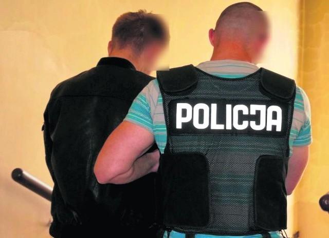 27-latek z Mysłowic poinformował na  portalu społecznościowym, że wrzucił metalowy przedmiot do jednego z silników samolotu startującego z lotniska w Pyrzowicach. Teraz grozi mu więzienie