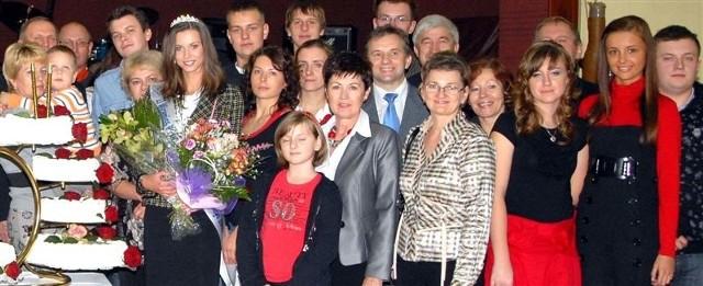 Beata Polakowska w gronie najbliżych i fanów na spotkaniu w Ostrowi
