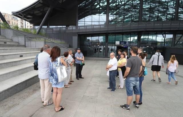 Dworzec można będzie zwiedzać również w kolejne niedziele lipca, w dwóch turach: o godz. 10 oraz 12.