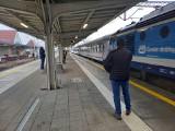 Pociąg pospieszny wrócił na Magistralę Podsudecką. Z Krakowa do Jeleniej Góry pojechał przez Kędzierzyn-Koźle, Głogówek, Prudnik i Nysę
