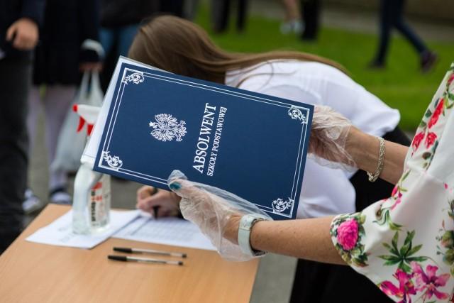 Zmiany w świadectwach szkolnych. Świadectwa nie będzie można już wypisywać ręcznie.
