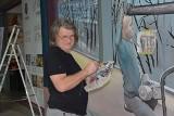 W Sky Tower powstają murale. Trzy już są gotowe (ZDJĘCIA, FILM)