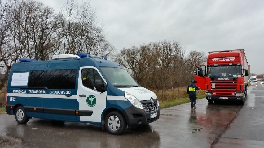 Nowy samochód wyposażony w urządzenia między innymi do badania jakości spalin, czy poziomu emitowanego hałasu mają inspektorzy transportu drogowego z Radomia.