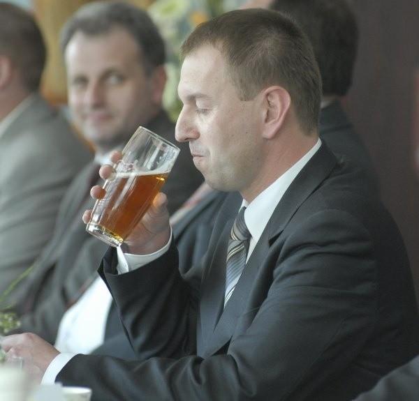 Norbert Rasch musi teraz wypić piwo, którego nawarzyli jego poprzednicy, zaniedbując rozmowy z Niemcami o finansowaniu mniejszości.