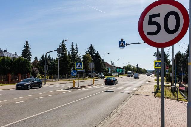 Aleja Sikorskiego to jedno z najbardziej newralgicznych miejsc w Rzeszowie. Droga prowadzi m.in. do Dynowa.