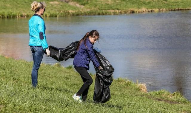 """W produkcji śmieci jesteśmy prymusami w UE. Rocznie """"na głowę"""" wytwarzamy 268 kg odpadów"""