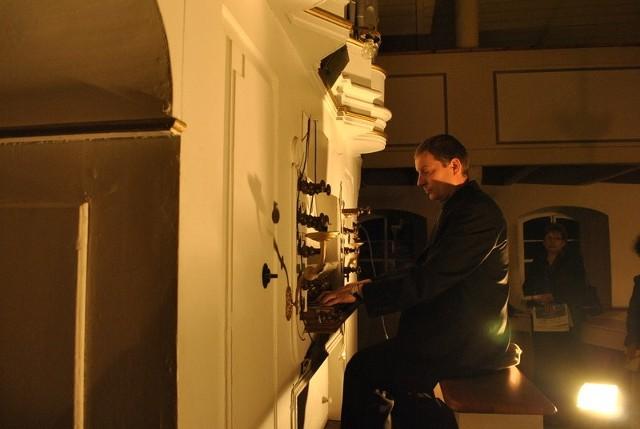 - Organy mimo tego, że grają, wymagają renowacji, przywrócenia im pierwotnego wyglądu i brzmienia - mówił organista Sebastian Tomczyk