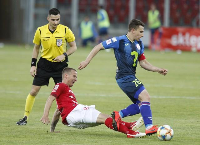 Sędzia Marcin Kochanek (Opole) prowadził mecz Widzewa ze Skrą, a przecież mógł gwizdać arbiter z Łodzi