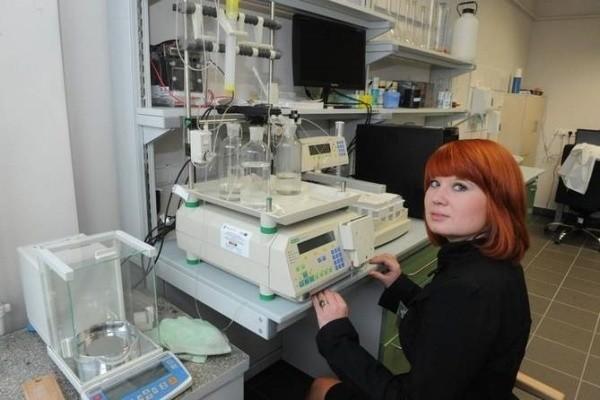 Laboratoria na Wydziale Chemii są wyposażone na poziomie europejskim.