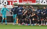 Rekord Bundesligi wyrównany: Lewy przygotował koszulkę, koledzy ustawili szpaler