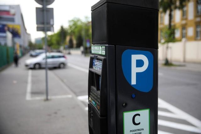 Strefa płatnego parkowania została poszerzona w 2019 roku. Czy część zapisów uchwały o SPP jest niekonstytucyjna? Tak uważa radny Łukasz Gibała