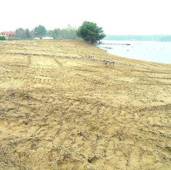 Usunięto z plaży stary piaesk i już za kilka dni zwiozą tu  świeży wiślany. Powstanie też bulwar. I to przed wakacjami.
