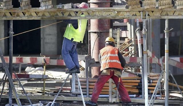 Ponad 16 proc. skontrolowanych pracowników pracuje na czarno, wielu na budowach