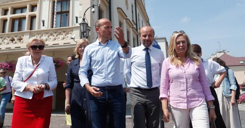 Borys Budka wraz z działaczami Platformy Obywatelskiej...