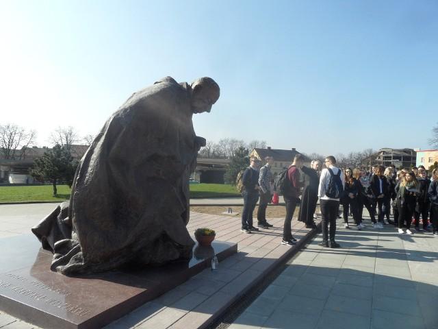 Po renowacji i konserwacji na Jasną Górę powrócił pomnik kard. Stefana Wyszyńskiego